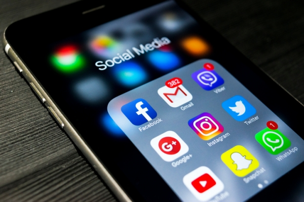 Social Media apps on a iphone